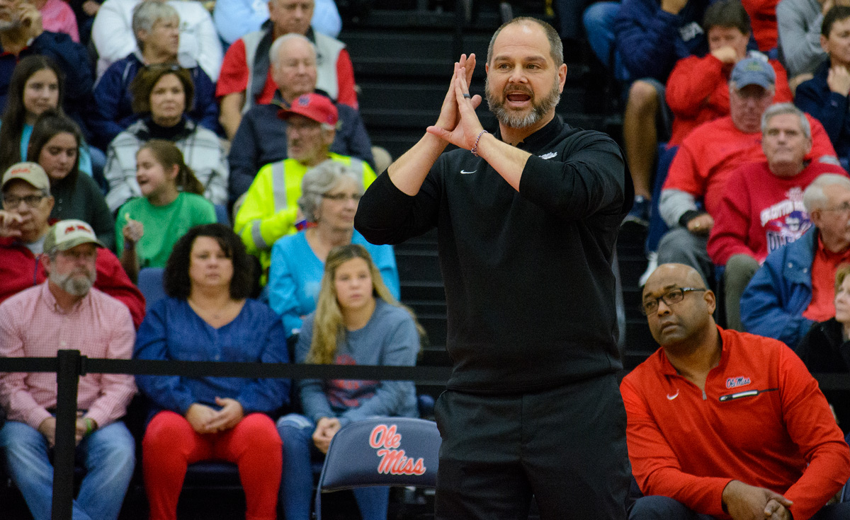 Volleyball Coach Steven Mcroberts Leaves Program After 12 Game Losing Streak The Daily Mississippian
